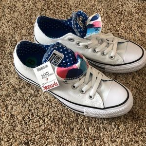 New with tags converse sneakers